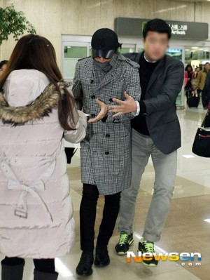 韓流俳優 ペ・ヨンジュン 日本でデート後、羽田空港で帰国(写真出処:Newsen)