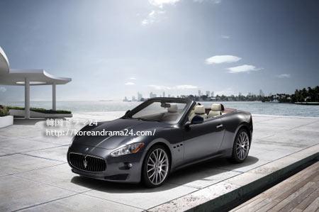シティ-ハンタ-1話 マセラティグランカブリオ(Maserati-GranCabrio)