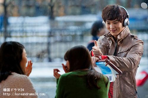 2013年1月ロマンチックスパイ韓国ドラマ放送予定!MBC TV新水木韓国ドラマオススメ'7級公務員'チュウォンの魅力的なウインク姿スチール写真!
