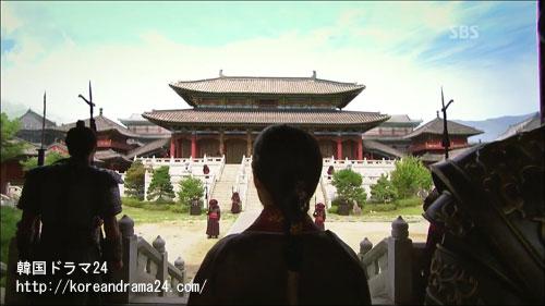 紆余曲折の末、高麗の首都ケソン(開城)に到着したコンミン(恭愍)王画像