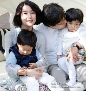 イ・ヨンエ家族写真、夫と双子との幸せな時間