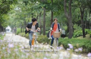 ★自転車バイクルック、キムジェジュンとチェガンヒ、韓国ドラマ'ボスを守れ'