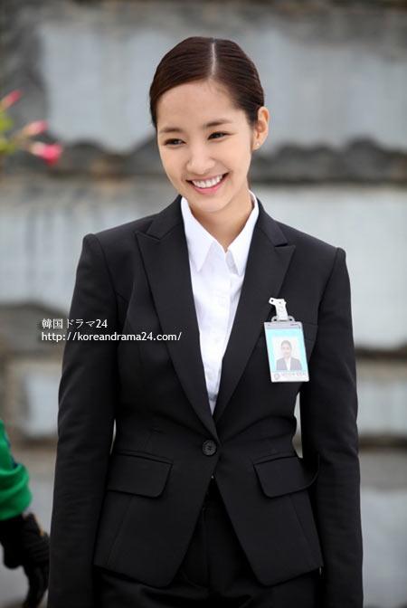 シティーハンター(韓国ドラマ)でボディーガード役を演じるためにスーツ姿になったパク・ミニョン